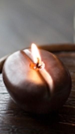 Kaffee-Bohnen-Kerze, Duft nach Kaffee, Form und Farbe einer Kaffeebohne